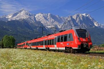 Bahn fahren ist aus ökologischer Sicht eine gute Alternative für die Langstrecke. (Quelle: © Deutsche Bahn AG)