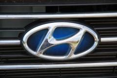 Dezentes Erkennungsmerkmal: Blau eingefärbtes Hyundai-Logo